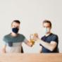 Bier mit Mundschutz