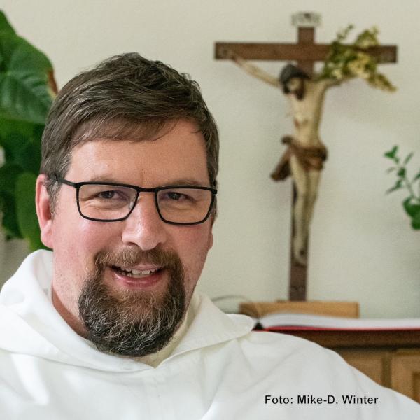 Pater Albert Seul OP liest ...