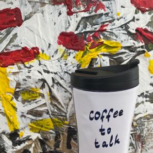 Auch Schauspieler trinken Kaffee