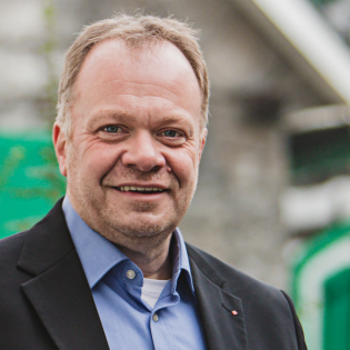 Kastriot Krasniqi besucht den SPD Ortsverein Kürten